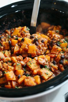Slow Cooker Butternut Squash and Farro Chili – Eat Yourself Skinny This Slow Cooker Butternut Squash and Farro Chili is healthy, hearty and the perfect delicious recipe to warm you up in the colder months! Vegetarian Chili, Vegetarian Recipes Dinner, Healthy Soup Recipes, Vegan Chili, Vegan Butternut Squash Chili Recipe, Vegan Recipes, Snacks Recipes, Fast Recipes, Chili Recipes