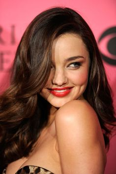 Miranda Kerr...pretty lip color, rosy cheeks, and simple eye makeup; subtle auburn highlights.