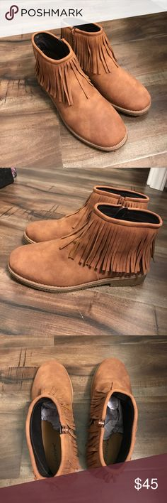 🆕 Comfortview Ankle Boots Brand new Comfortview Ankle Boots in style Raina. Super cute fringe and comfy memory foam insoles! These have only been tried on. No original box. Size 9W. comfortview Shoes Ankle Boots & Booties