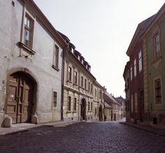 Arany János utca a Budenz- házzal.