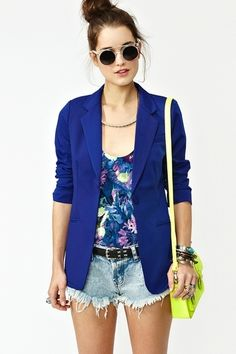 Zkombinujte šortky a blejzr. Looks Style, Casual Looks, My Style, Looks Com Short Jeans, Blazer Fashion, Fashion Outfits, Fashion Sale, Womens Fashion, Fashion Stores