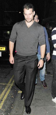 Henry saindo da boate Mahiki ontem em Londres. Creditos em tela