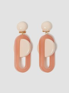 These three-piece acrylic earrings, in a delectable mauve pink, are the creation of American designer who initially trained as a sculptor before turning her hand to fashion Bijoux Design, Schmuck Design, Jewelry Design, Jewelry Box, Jewelry Accessories, Fashion Accessories, Fashion Jewelry, Jewelry Ideas, 60s Jewelry