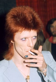13 Famous Men Who Have Made Nail Polish Their Beauty Signature Men Nail Polish, Chipped Nail Polish, David Bowie, Bradd Pitt, Nailart, No Chip Nails, Teal Nails, Color Your Hair, Ziggy Stardust