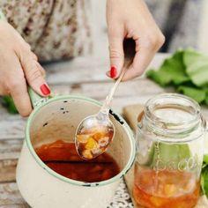 Ljuvlig plommon-marmelad med vitt vin och vanilj