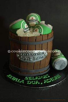 Beer cake for a man or grooms cake Fondant Cakes, Cupcake Cakes, Beer Mug Cake, Alcohol Cake, Adult Birthday Cakes, 50th Birthday, Fathers Day Cake, Cakes For Men, Novelty Cakes
