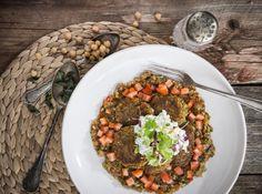 Falafelpihvit munakoisokaviaarin ja hernesalaatin kera ala Cobb Salad, Food, Essen, Meals, Yemek, Eten