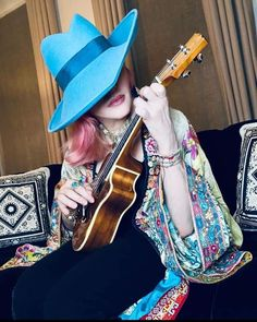 Divas, Madonna Photos, Josephine Baker, Strike A Pose, Ukulele, Cowboy Hats, Pop Culture, Photo And Video, Lady