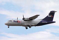 Un ATR 42-300 de la compañía estadounidense FedEx Feeder.