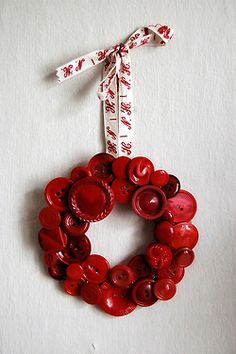 holiday, christmas cards, idea, craft, valentine day, button wreath, buttons, christmas ornaments, wreaths
