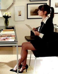 Anne Hathaway ~ The Devil Wears Prada outfit Looks Style, Style Me, Prada Outfits, Prada Dress, Devil Wears Prada, Outfit Trends, Office Outfits, Glamour, Style Icons