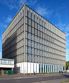 Glasgow's nautical and engineering college features gridded glass facades - Modern Building Elevation, Building Exterior, Building Facade, Metal Facade, Metal Cladding, Commercial Architecture, Facade Architecture, Facade Pattern, Wooden Staircases