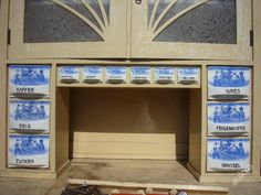 kredenc keramické šuplíčky Holadský motiv