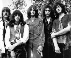 "Apprenez à jouer "" Smoke on the Water "" de Deep Purple à la guitare avec MyMusicTeacher : https://youtu.be/ToZ7HIAP5uU"