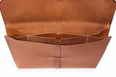 Elegant and functional, the portfolio comes with inspiration from our archives. With two main compartments for your Macbook Air 13 and journals, smaller middle Leather Purses, Leather Handbags, Leather Wallet, Leather Bags Handmade, Leather Craft, Crea Cuir, Leather Folder, Leather Portfolio, Leather Projects