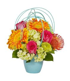 See the recipe for this spring flower arrangement from OASIS Floral Products, the global leader in professional, innovative floral foam and supplies.