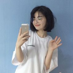 New short hair korean glasses ideas Ulzzang Short Hair, Korean Short Hair, Girl Short Hair, Short Girls, Cute Korean Girl, Asian Girl, Korean Beauty, Asian Beauty, Ulzzang Girl Fashion