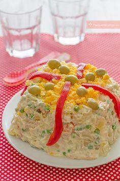 Ensaladilla rusa, una clásica receta de verano Ensalada Rusa Recipe, Bolivian Food, My Favorite Food, Favorite Recipes, Spanish Dishes, Good Food, Yummy Food, Cooking Recipes, Healthy Recipes
