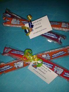 """* Bedankjes/ cadeautjes eind schooljaar :: Juf Christa Vrieslolly's om thuis in te vriezen! Met een kaartje """"Ik wens je een fijne vakantie""""en een krullintje ziet het er meteen leuk uit!  Lees meer: http://juf-christa.webnode.nl/bedankjes-cadeautjes-eind-schooljaar/"""