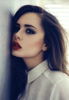 7. Perfume - 7 Ways to Achieve a Glamorous 1950s Makeup Look ... → Makeup