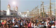 multitud en la salida de la Virgen vestida de Pastora