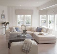 40 Cozy Living Room Designs For Small Spaces - Wohnzimmer Small Living Room Furniture, Living Room Interior, Home Living Room, Living Room Decor, Apartment Living, Bathroom Furniture, Shabby Chic Living Room, Small Living Rooms, Living Room Designs