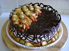 Resultado de imagem para bolo masculino com chantilly                                                                                                                                                     Mais