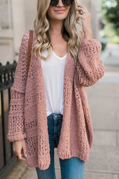 Sharing an almost fall look with Nordstrom with this blush oversized cardigan that I cannot stop wearing. Fall Fashion Outfits, Casual Fall Outfits, Knit Fashion, Mode Outfits, Sweater Fashion, Maxi Cardigan, Oversized Cardigan, Cardigan Outfits, Pink Sweater