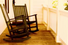 A front porch can add a distinctive look to a home. Front porch designs come in a variety of interesting architectural styles, from traditional to modern themes, outdoor dining rooms and wrap-aroun… Front Porch Design, Porch Designs, Making Life Easier, Home Hacks, Good To Know, Guest Room, Just In Case, Sweet Home, Projects