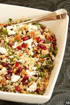 Kruidige quinoa-salade met feta & granaatappelpitjes, only one person can make this. Veggie Recipes, Salad Recipes, Vegetarian Recipes, Healthy Recipes, Cooking Recipes, Avocado Recipes, Veggie Food, Cooking Tips, A Food