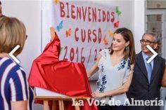 Compartimos orgullosos la imagen de La Voz de Almería, en el que se aprecia el #tejido de #raso rojo que escogió el CEIP GINÉS MORATA para que la reina Doña Leticia inaugurase el curso escolar 2.016-2.017
