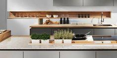 Mini-Garten-in-der-Küche-Kochinsel-hochglanz-arbeitstheke.jpeg (700×350)