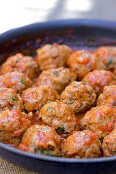 Albóndigas www.c om Meat Recipes, Healthy Dinner Recipes, Mexican Food Recipes, Cooking Recipes, Carne Molida Recipe, Food Porn, Colombian Food, Good Food, Yummy Food