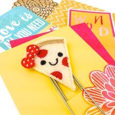 Smiley Pizza Slide Jumbo Planner Paper Clip  Feltie | Planner Clip Bookmark | Bookmarker Teens Novelty Clips.Who doesn't love Pizza?  This adorable Pizza slice Jumbo Clip is perfect for marking pages and also looks so cute peeking up from your planner page or book.  Use them to embellish gifts, hold cards and pictures or in your scrapbook lay outs. #paperclips #noveltyclips #plannerclips #plannerpaperclips #planneraddcits #planneraccessories #bookmark #bookmarker #todopapel
