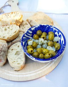 Mediterranean inspired party ideas with DIY tablescape decor, mezze tapas style food and recipes, perfect for summer celebrations! - BirdsParty.com