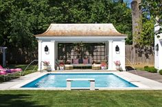 We've put together a gallery of inspiring pool designs. These dream-worthy swimming pool design ideas from are the ultimate in landscape design eye candy. Adding a petite pool to your backyard need not […] Small Pool Houses, Small Pools, Pool House Designs, Swimming Pool Designs, Pool House Piscine, Living Pool, Design Garage, Pool House Plans, Pool Cabana