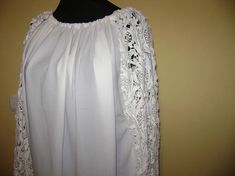 A lace sleeve blouse.Bust = (maximum width), finish = length = sleeve length = Wear it with skinny jeans or trousers. You will feel comfortable with this blouse. Lace Sleeves, One Shoulder Wedding Dress, Trending Outfits, Wedding Dresses, Unique Jewelry, Long Sleeve, Handmade Gifts, Etsy, Clothes