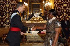 Su Majestad el Rey Felipe recibe las Cartas Credenciales de la nueva embajadora de Zimbabwe en España, Rudo Mabel Chitiga Palacio Real de Madrid, 27.07.2015