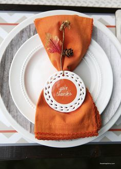 Easy Thanksgiving tablescape + free printables on iheartnaptime.com