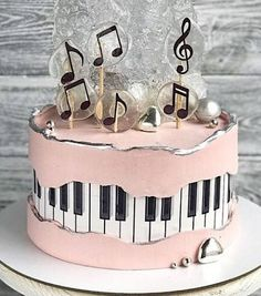 Music Birthday Cakes, Music Themed Cakes, Music Cakes, Pretty Cakes, Cute Cakes, Bolo Musical, Bolo Fack, Piano Cakes, Beautiful Birthday Cakes