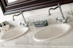Twin basins in the Family Cottage, Dune Ridge Country House. www.duneridgestfrancis.co.za