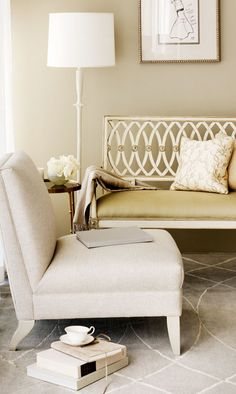 Classic interior design living room with Barbara Barry furniture pieces. White Interior Design, Classic Interior, Interior Design Inspiration, Gold Interior, Room Inspiration, Elegant Homes, Walk In, Home Decor Furniture, Inspired Homes
