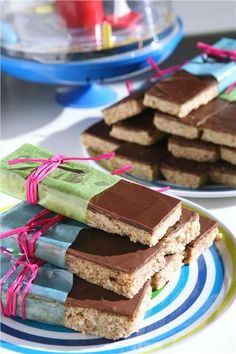 Almond bars with honey and chocolate Healthy School Snacks, Healthy Desserts, Almond Bars, Mediterranean Recipes, Breakfast Recipes, Sweet Tooth, Vegan Recipes, Tasty, Favorite Recipes