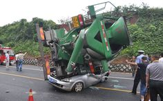 A woman managed to survive after her car was flattened by a cement mixer vehicle in Hangzhou, capital of eastern China's Zhejiang Province. Luckily the female driver in the car survived the horrific accident, and called for help