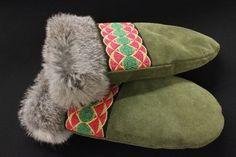 Womens Green Moose Hide And Grey Rabbit Fur Mitts Made By Amy Anderson Native Indian, Native Art, Sewing Crafts, Sewing Projects, Diy Projects, Sell Stuff, Native Fashion, Nativity Crafts, Native Style