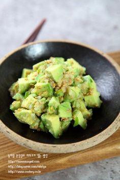 아보카도명란무침-이런 반찬이 없구나!! 짭쪼롬한 밥도둑같은 반찬! 아보카도명란...^^ : 네이버 블로그 Cooking Recipes For Dinner, Vegetable Seasoning, Party Catering, Food Decoration, Asian Cooking, Light Recipes, Korean Food, Food Menu, Food Plating