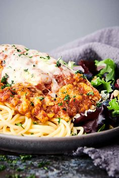Crockpot Chicken Parmesan - with Provolone, Mozzarella, and Parmesan! Hamburger In Crockpot, Crockpot Chicken And Noodles, Slow Cooker Freezer Meals, Slow Cooker Pasta, Best Chicken Recipes, Crockpot Recipes, Cooker Recipes, Easy Recipes, Easy Weeknight Meals