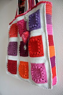 I love this beautiful Popcorn Bag! From Karin aan de haak blog.  this would be great for your laptop