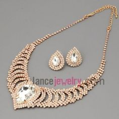 Elegant suit of necklace & earrings with brass claw chain necklaces decorated shiny rhinestone and transparent  crystal beads