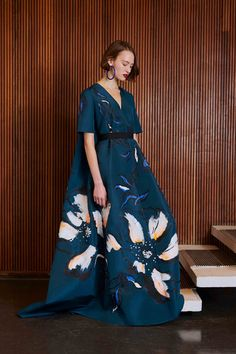 Roksanda Pre-Fall 2017 Fashion Show Fashion 2017, Love Fashion, Runway Fashion, High Fashion, Fashion Show, Autumn Fashion, Fashion Dresses, Fashion Details, Fashion Design